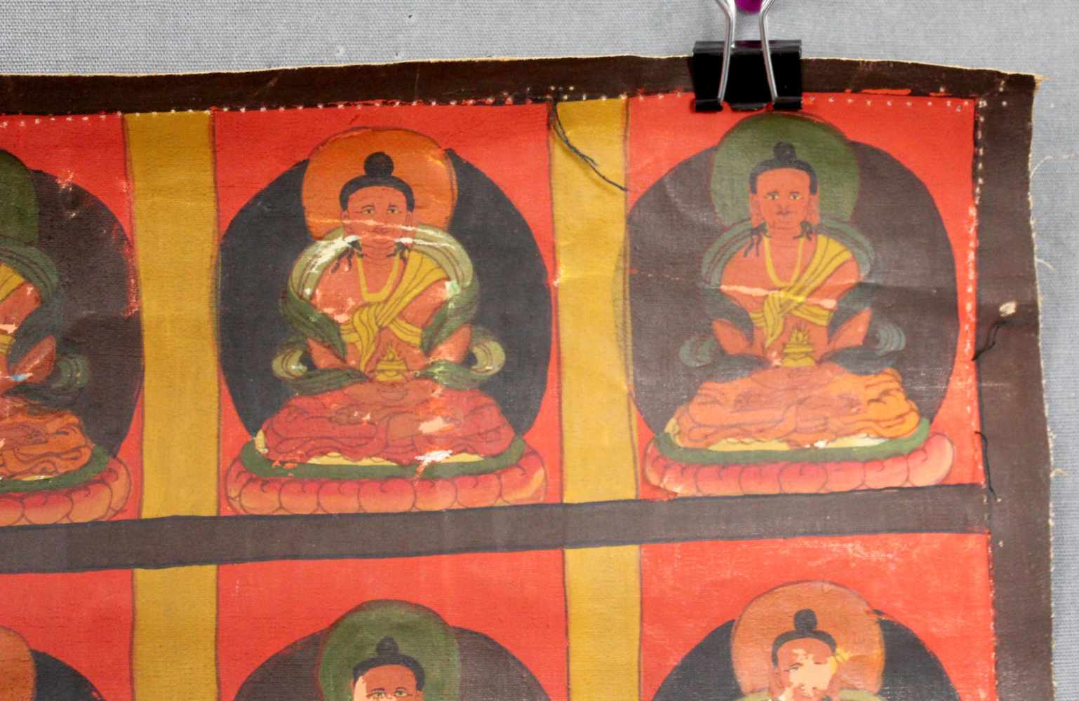Lot 49 - Buddha mit 38 Gurus, Thangka, China / Tibet alt.59,5 cm x 45,5 cm. Gemälde.Buddha with 38 gurus,