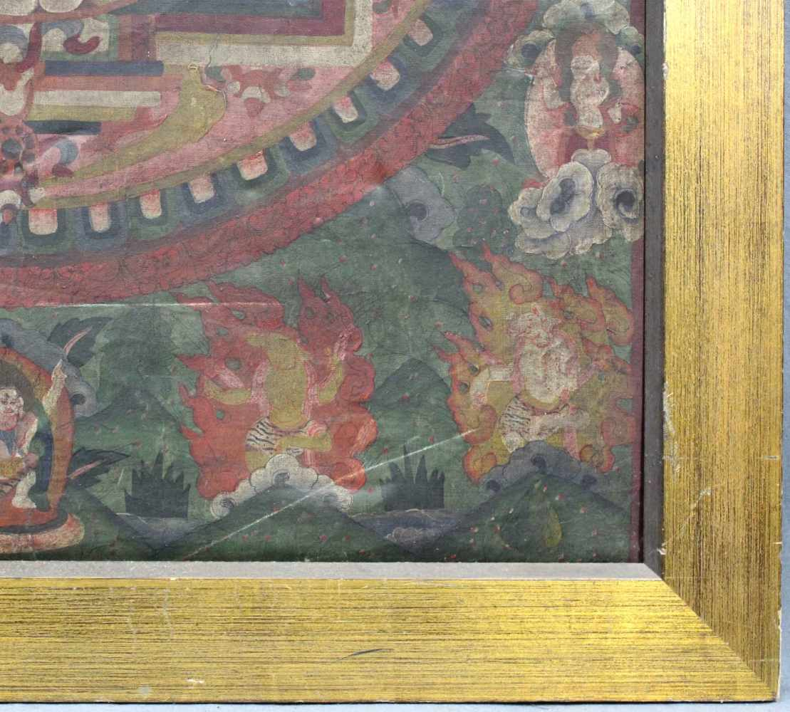 Lot 10 - Buddha Mandala, China / Tibet alt. Der Äther in naturalistischem grün und grau.77 cm x 56 cm.