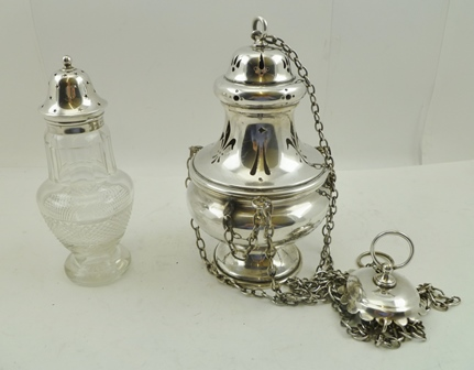 Lot 10 - GEORGE UNITE A CUT GLASS SUGAR SIFTER of baluster form with silver cap, Birmingham 1927, together