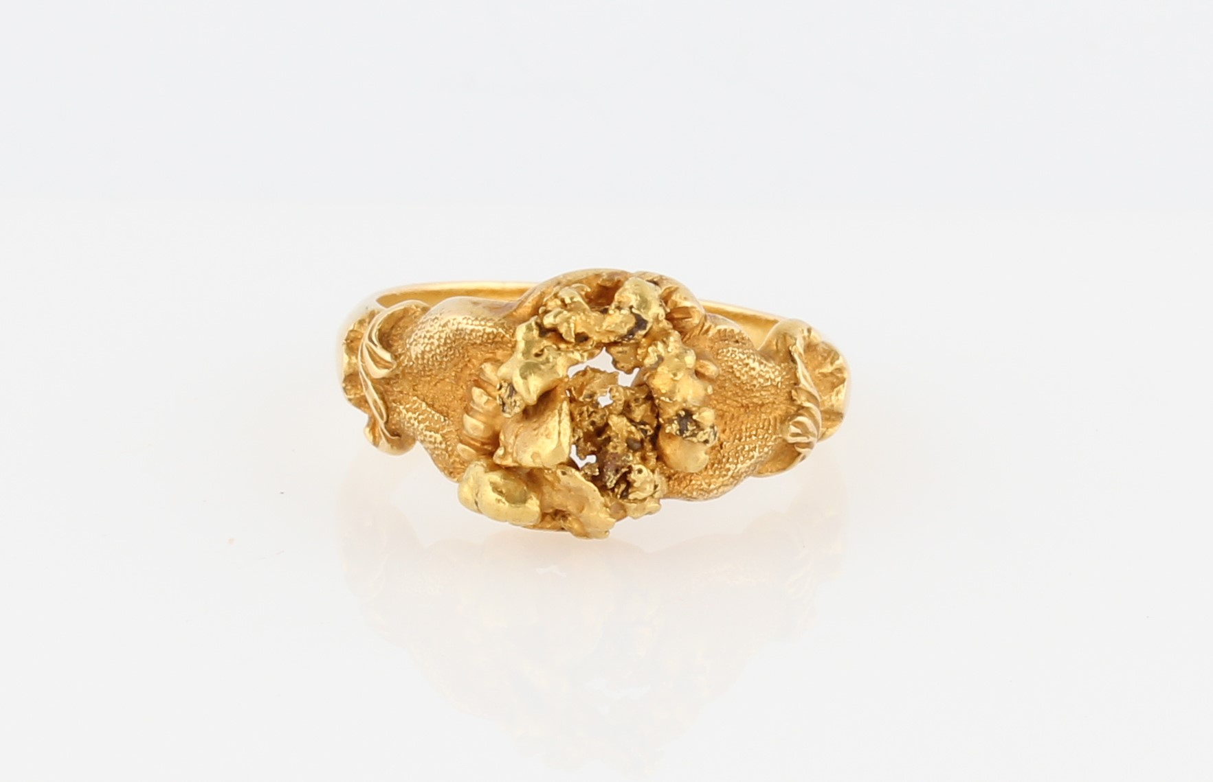 Lot 45 - A nugget design ring, unmarked yellow metal, ring size N.