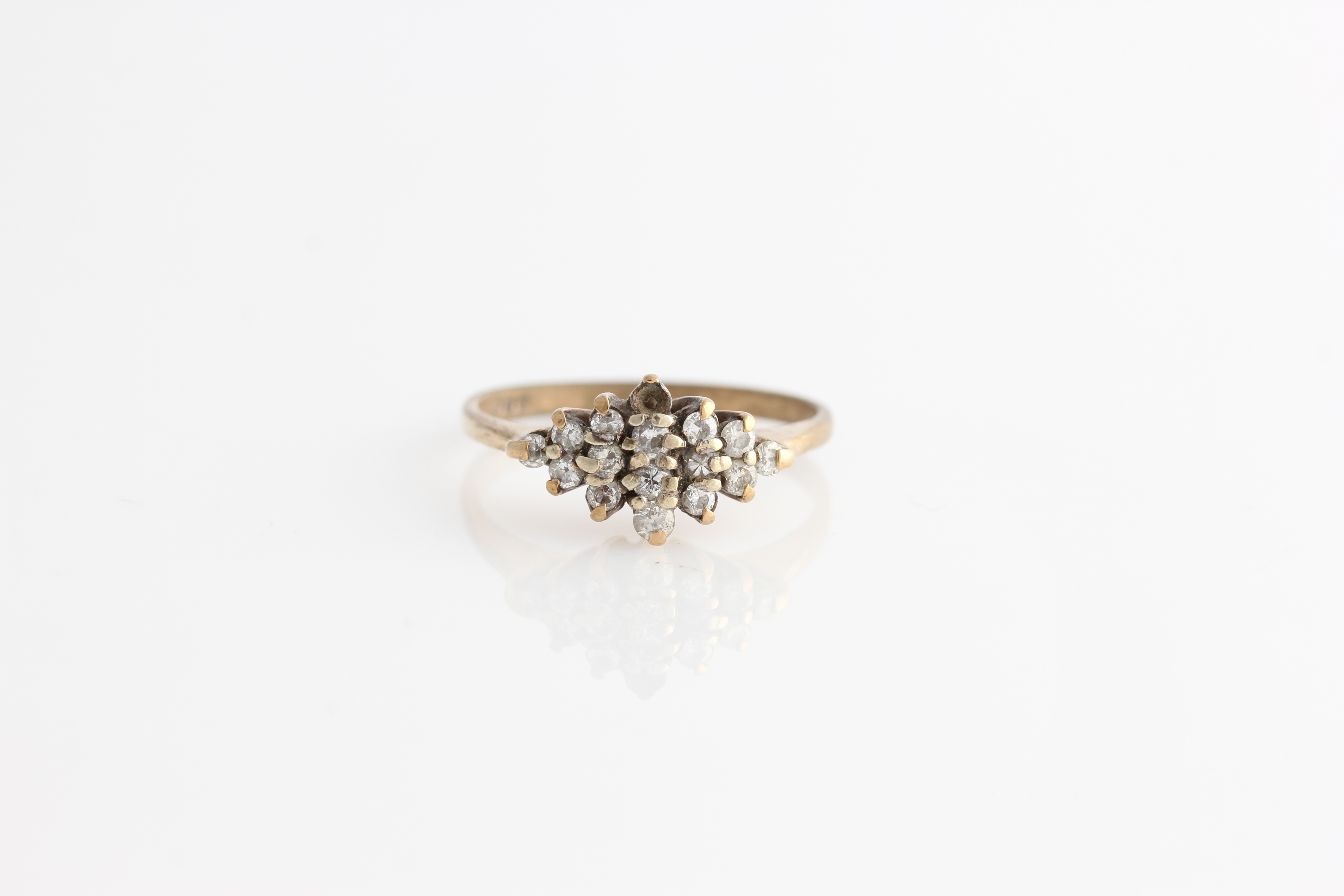 Lot 59 - A hallmarked 9ct yellow gold diamond cluster ring, set with sixteen round brilliant cut diamonds
