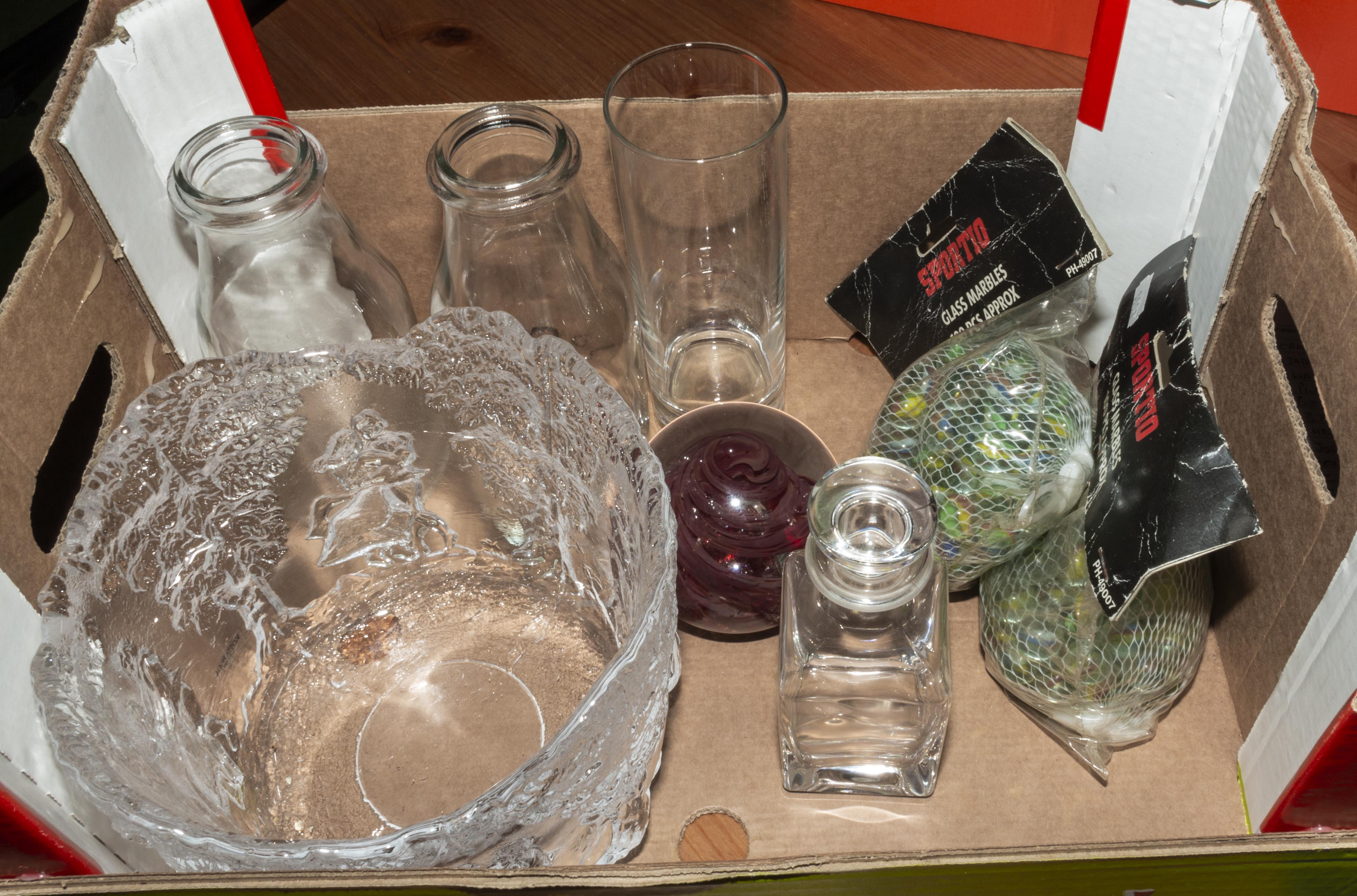Lot 35 - A box containing glass ware