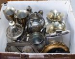Lot 26 - A box of metal ware