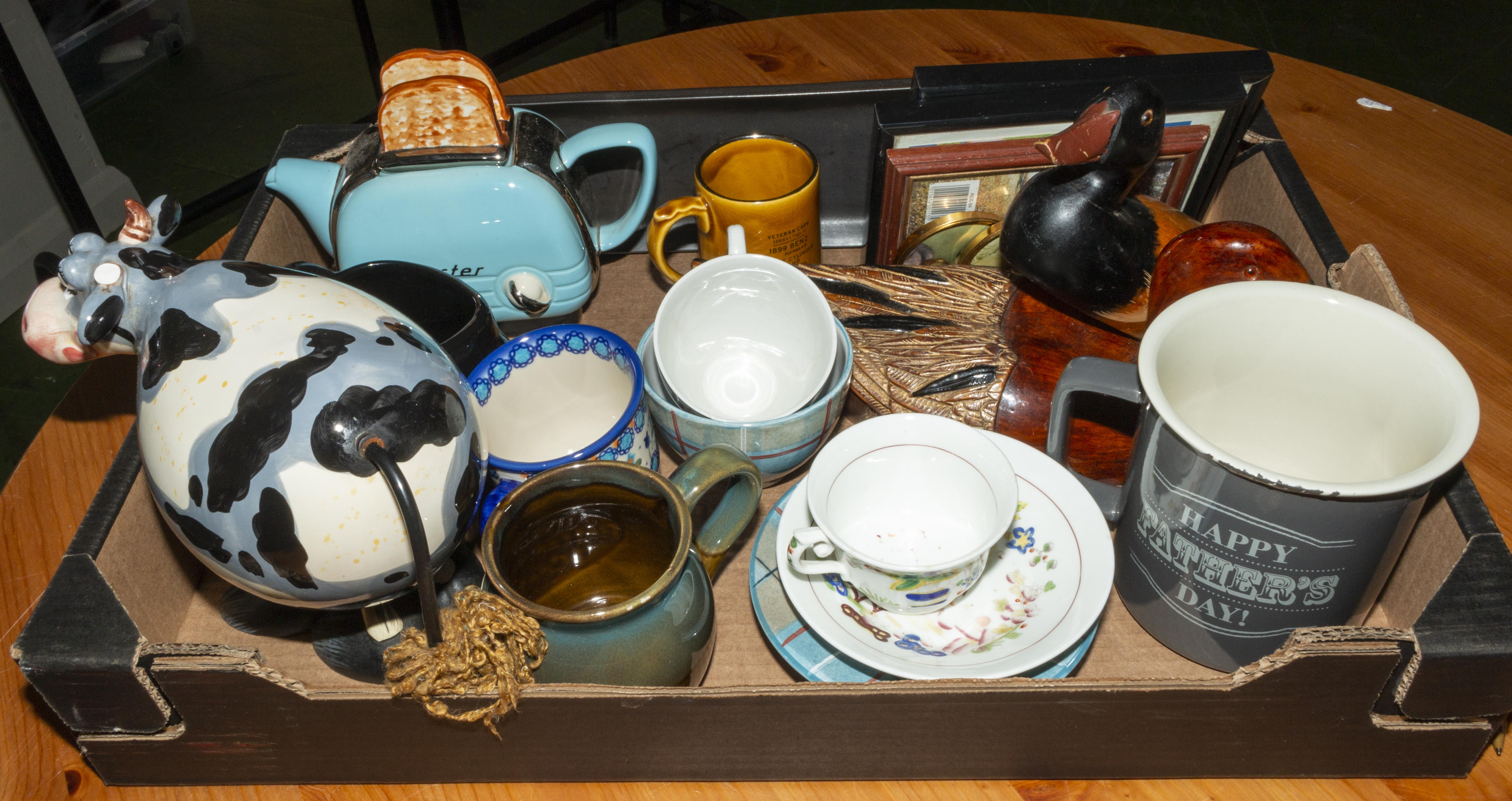 Lot 38 - A box containing pottery and china