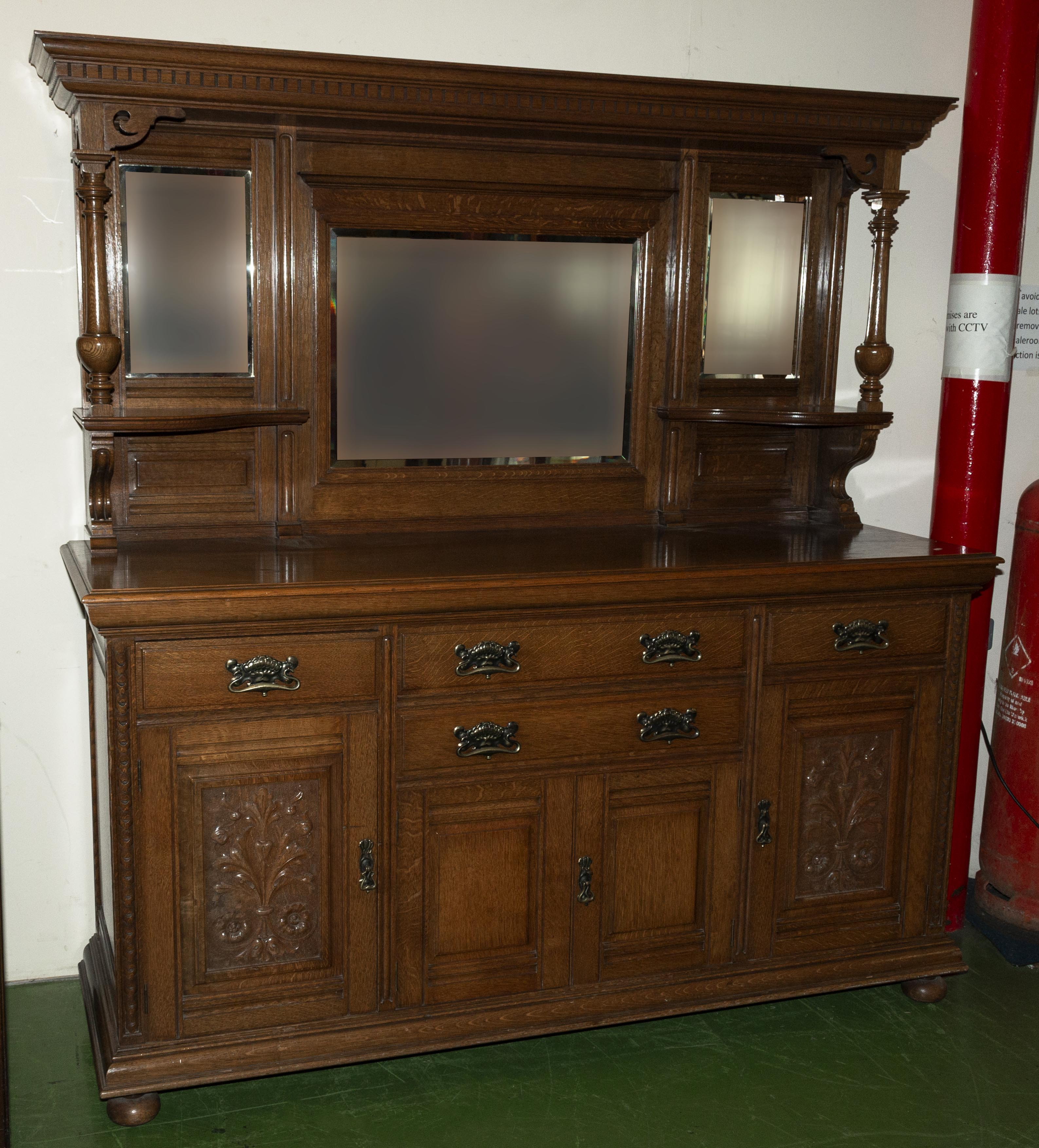 Lot 11 - A Good quality oak late Victorian mirror back sideboard in very good condition.