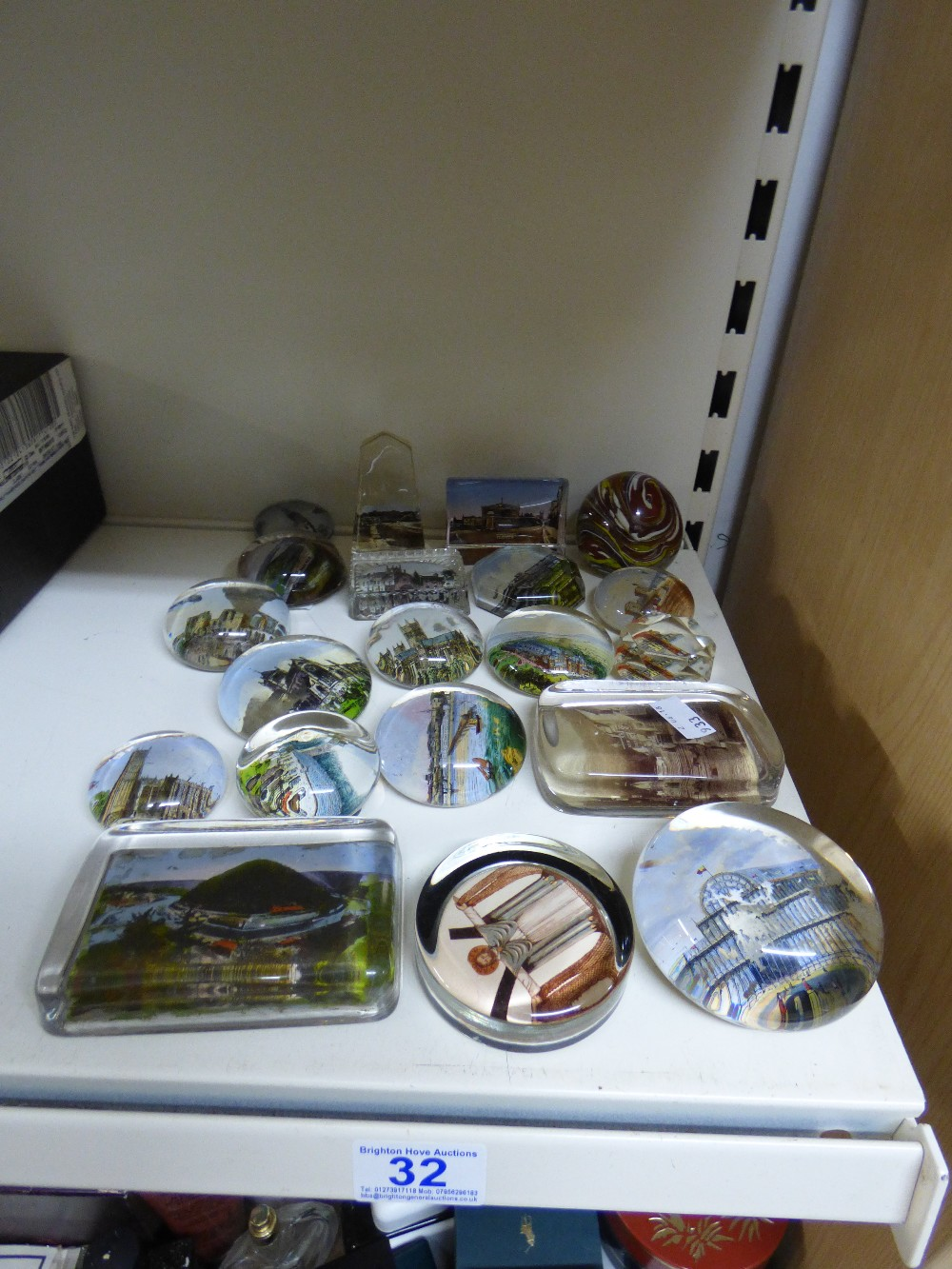 Lot 32 - COLLECTION OF GLASS PAPERWEIGHTS
