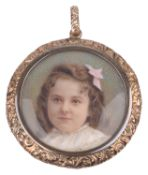 Vict. rose coloured picture locket w. two small portraits on ivory