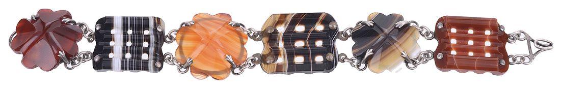 An attractive Vict. 'Scottish Pebble' agate bracelet