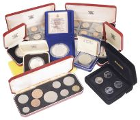 A collection of International silver coinage (11)