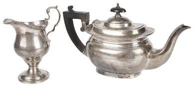 A George VI silver teapot, hallmarked Birmingham 1938