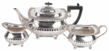 George V three piece silver tea service, Sheffield 1911 & London 1909