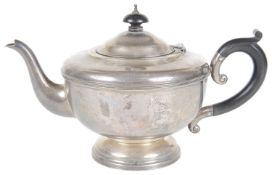 A George V silver teapot, hallmarked Birmingham 1931
