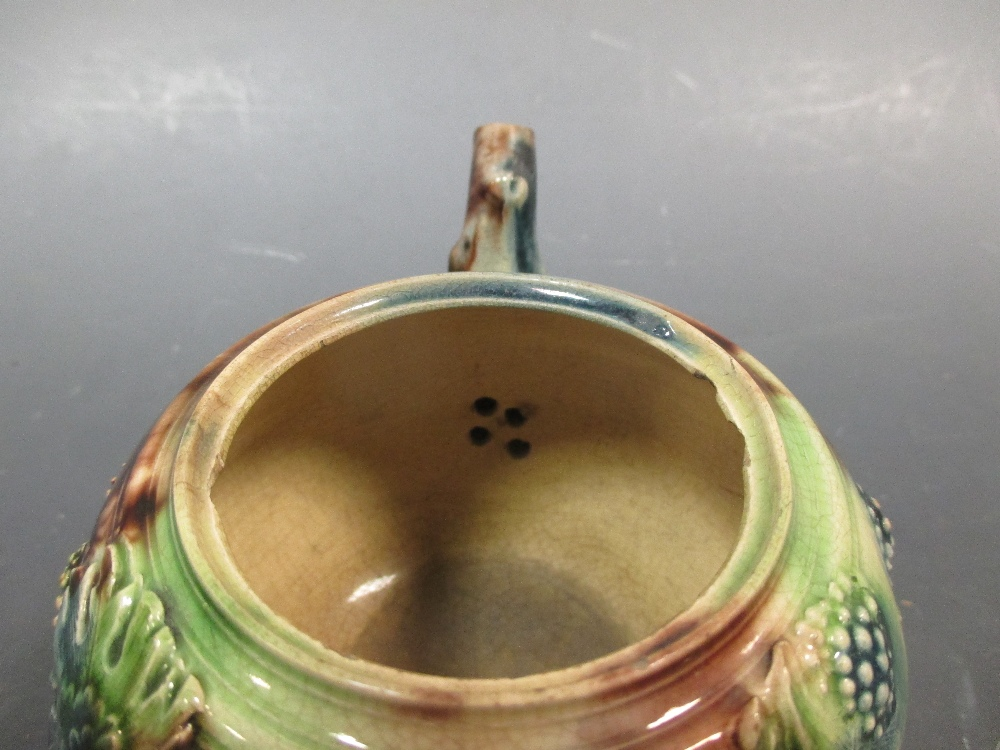 Lot 35 - A Whieldon type agate ware tea pot