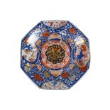 A large Chinese octagonal Imari-decorated charger, Qing Dynasty, Kangxi era, 46cm diameter