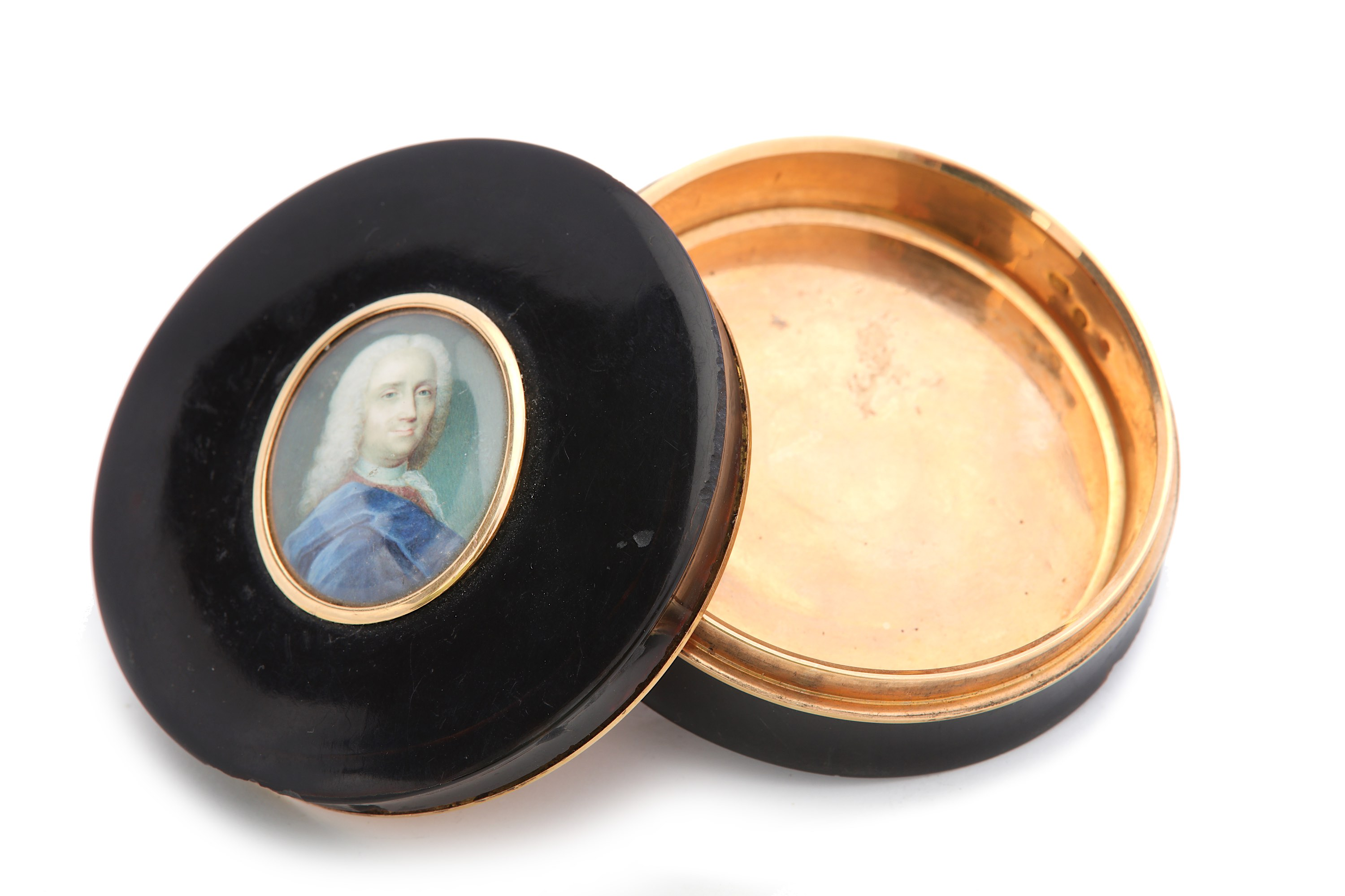 Lot 45 - An early 19th century tortoiseshell and gold portrait snuff box, Paris 1819-38 by J L