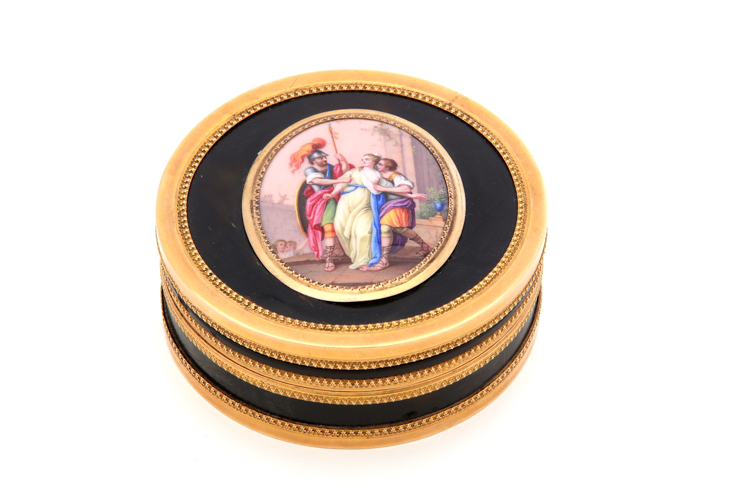 Lot 51 - A late 18th / early 19th century French unmarked gold mounted tortoiseshell snuffbox, Circa 1800