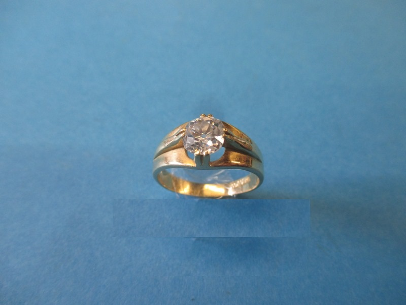 Lot 24 - An 18ct gold diamond solitaire ring, the stone measuring approx. 7.5mm dia