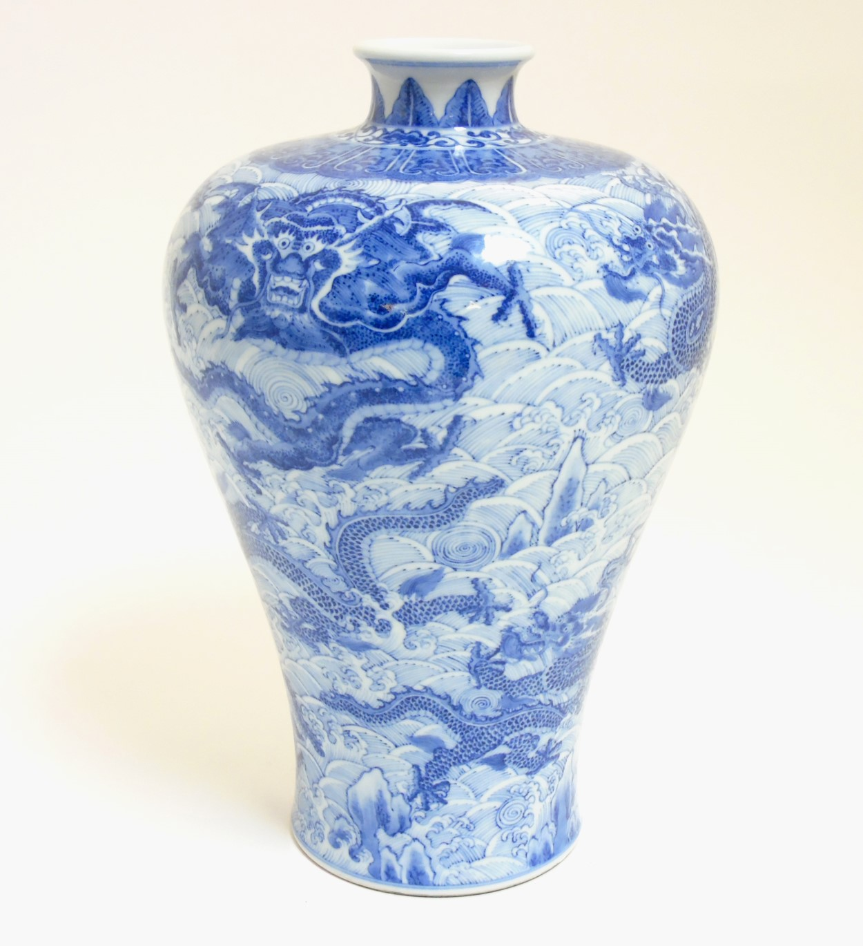 Lot 42 - A Chinese blue and white Meiping dragon vase,