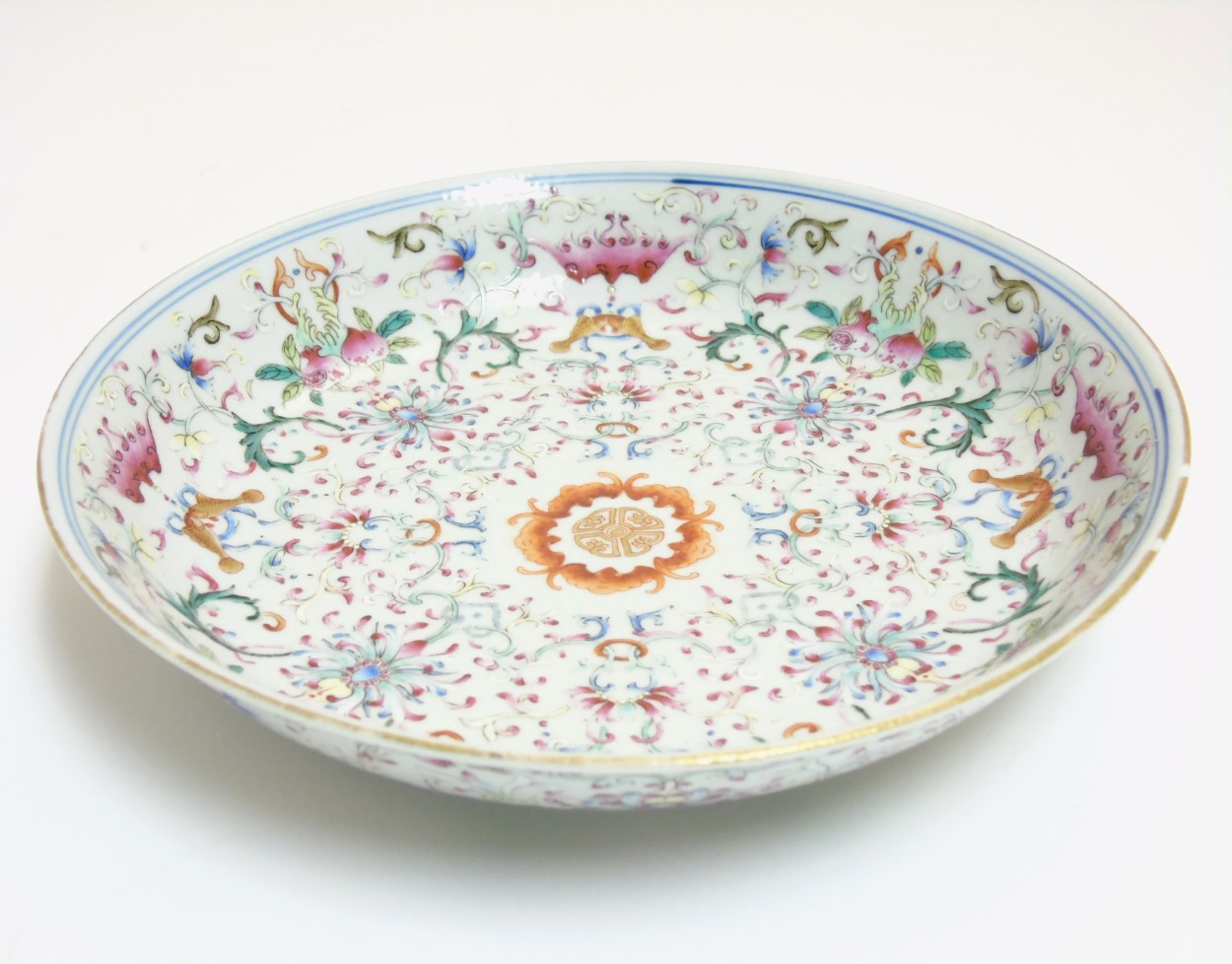 Lot 17 - A Chinese famille rose plate, decorated with scrolling lotus flowers, having bat,