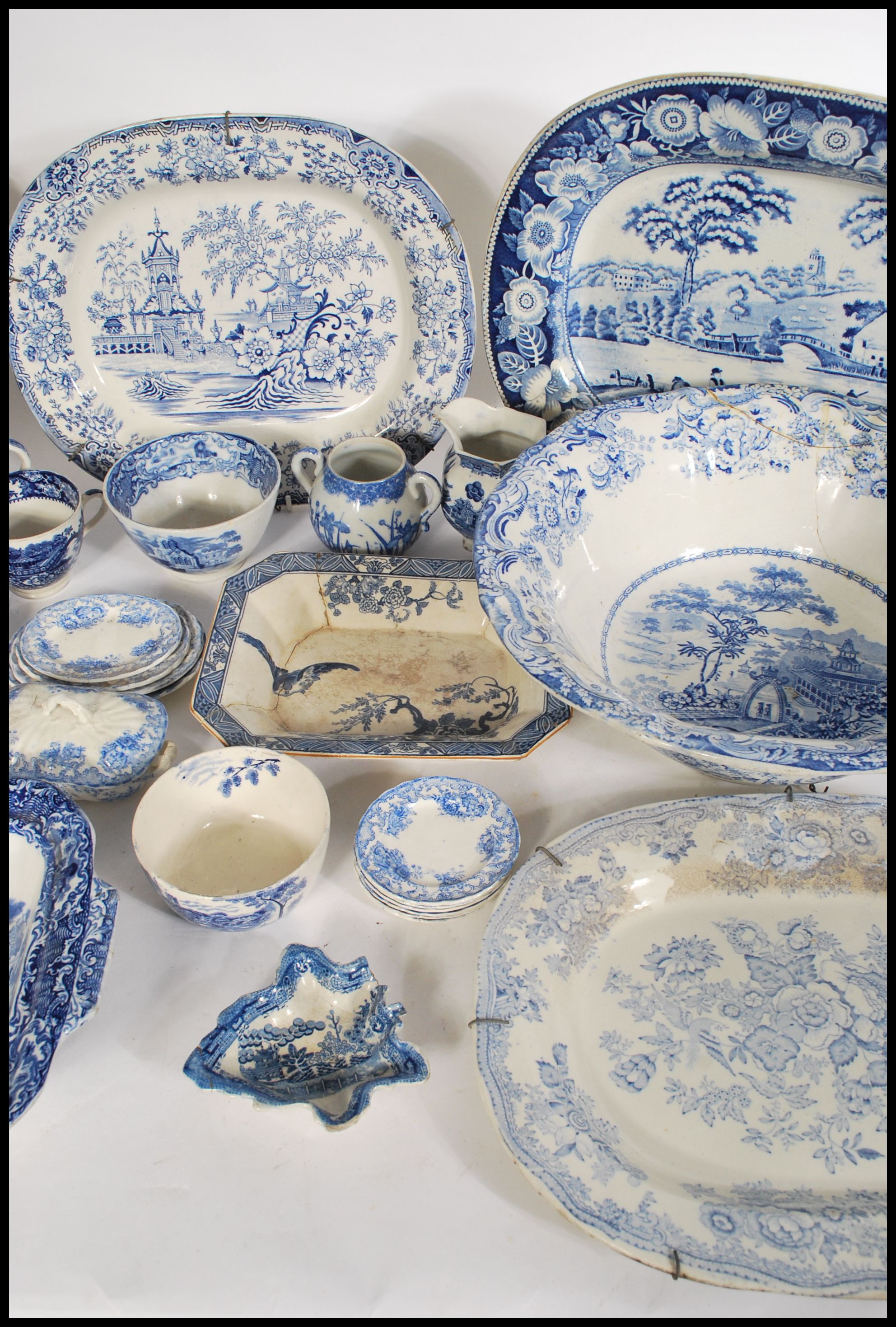 Lot 24 - A selection of late 19th/ early 20th century blue and white ceramic wares to include a selection
