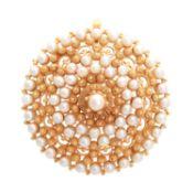 Anhänger / Brosche mit Perlbesatz, GG ca. 10K, D: 5,5 cm, schöne Filigranarbeit aus Panama, zur