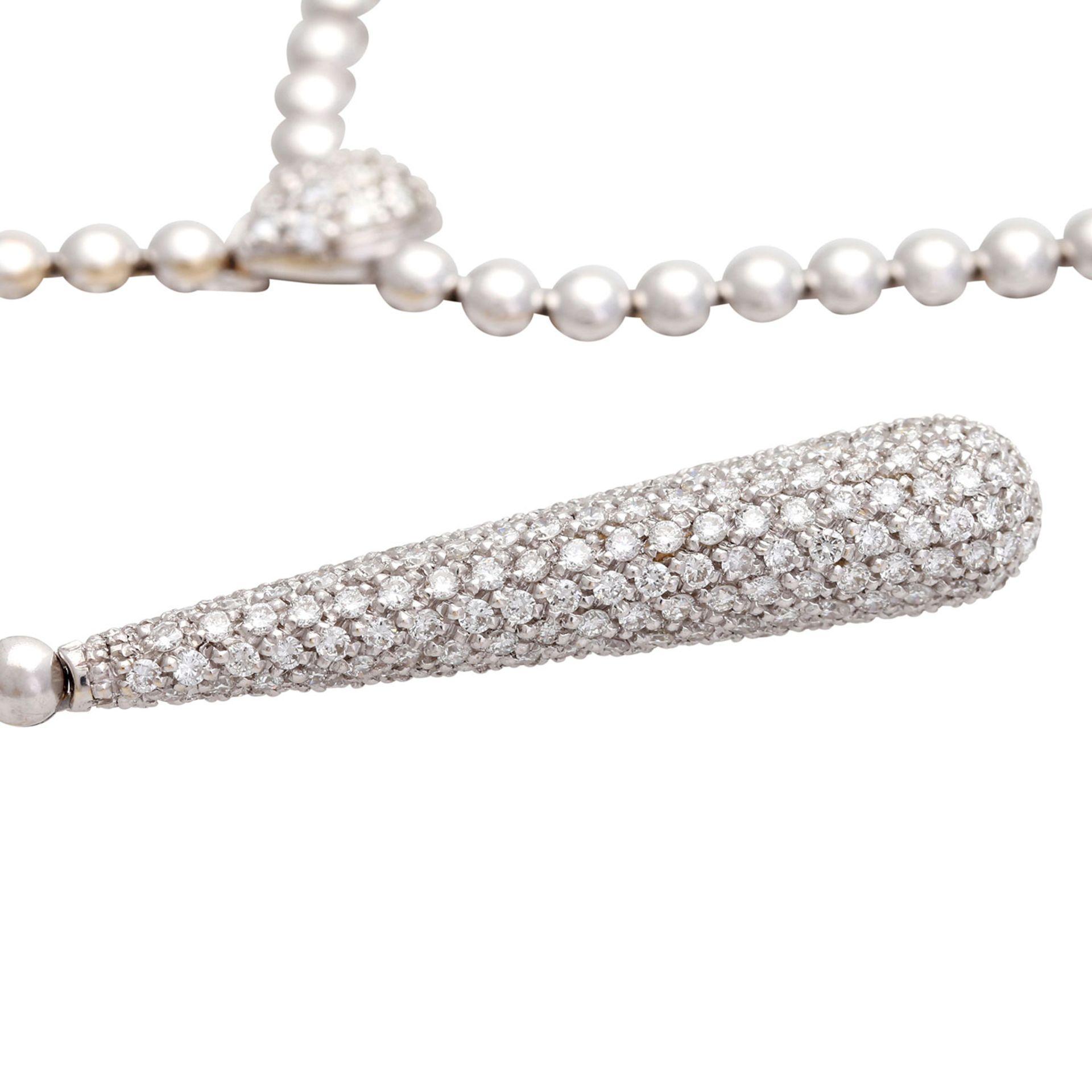 Los 39 - Collier mit Diamantbesatz zus. ca. 1,5 ct LGW / VSI in WG 18, rhodiniert, Mittelteil mit