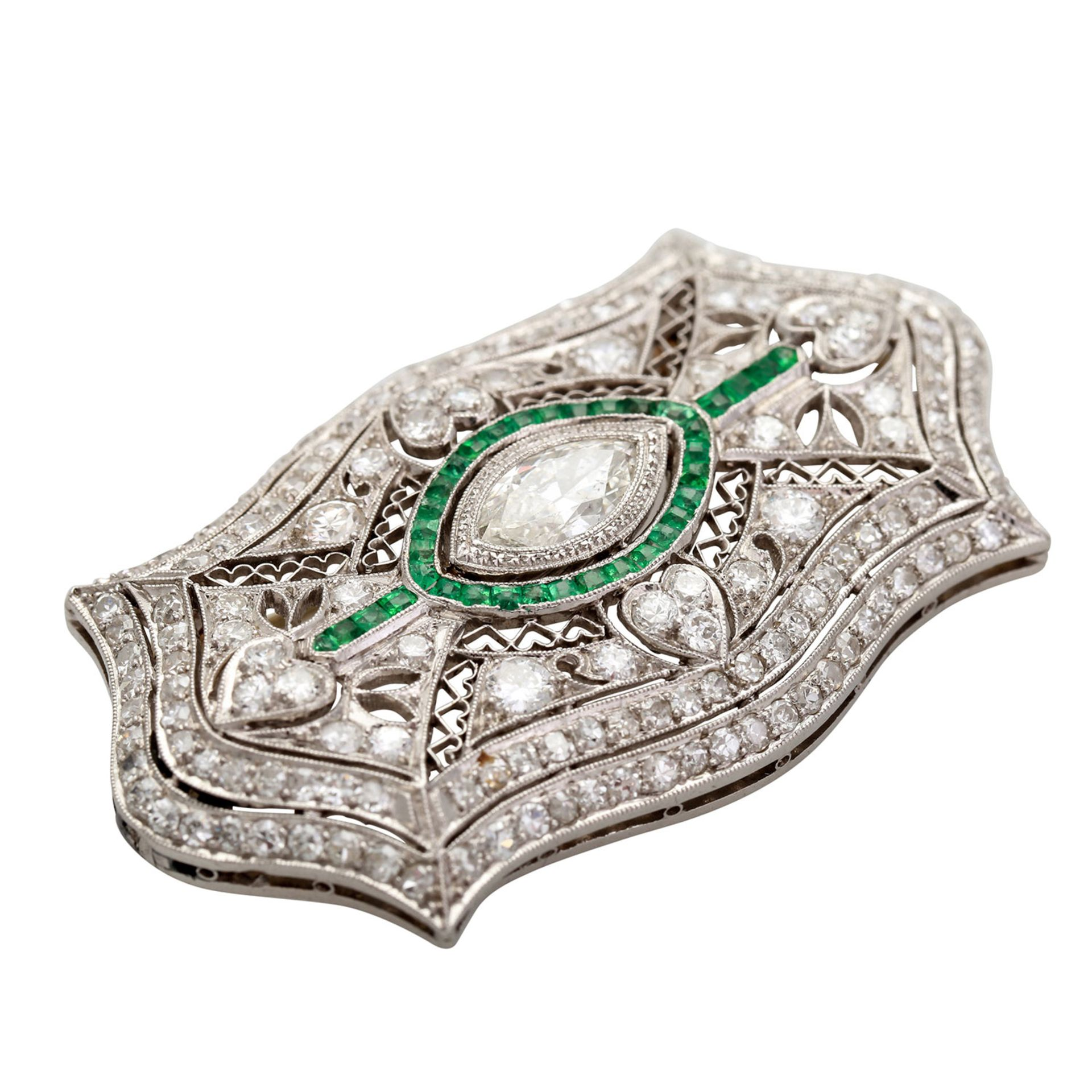 Los 69 - Belle Epoque Platinbrosche mit Diamanten von zus. ca. 2,85 ct. (Mittelstein ca. 0,75 ct.), SI -