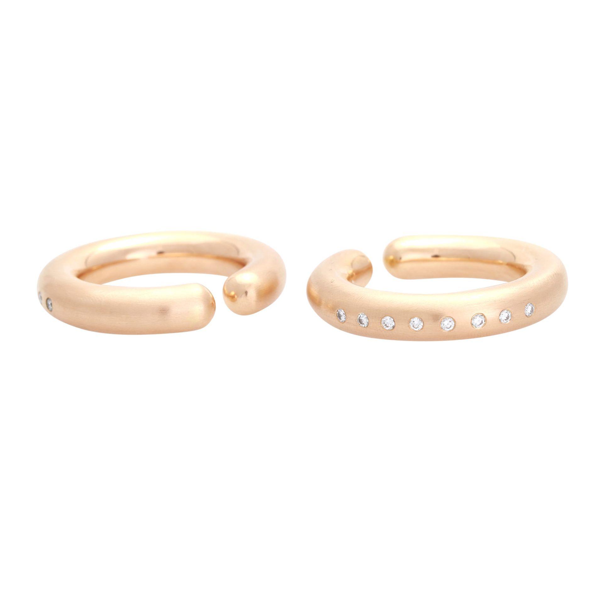 Los 111 - GÜNTER KRAUSS Paar Einhänge-Creolen beide bes. mit Brillanten zus. ca. 0,64 ct., von guter Farbe und