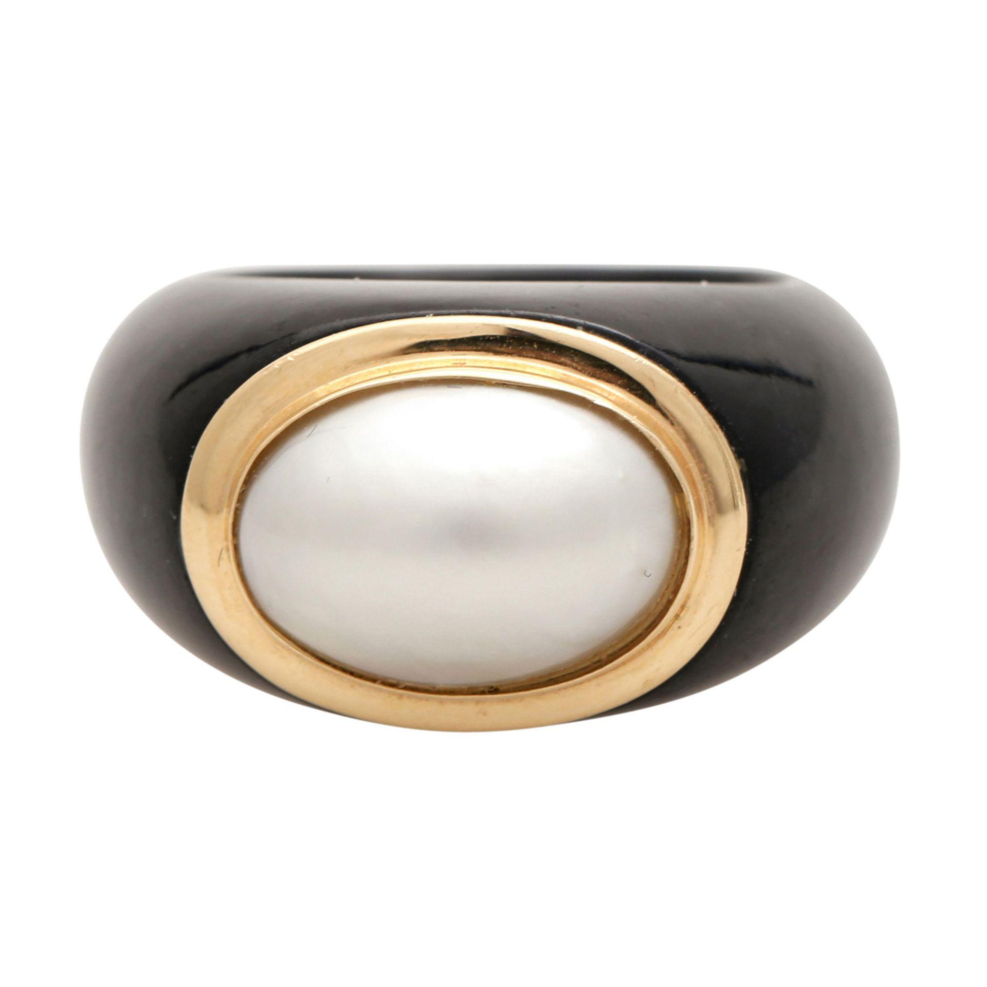 Los 30 - Konvolut Schmuck, 2-tlg: 1 Onyxring mit einer Mabée-Perle, Fassung GG 14K, Ringgröße ca. 55 u. 1