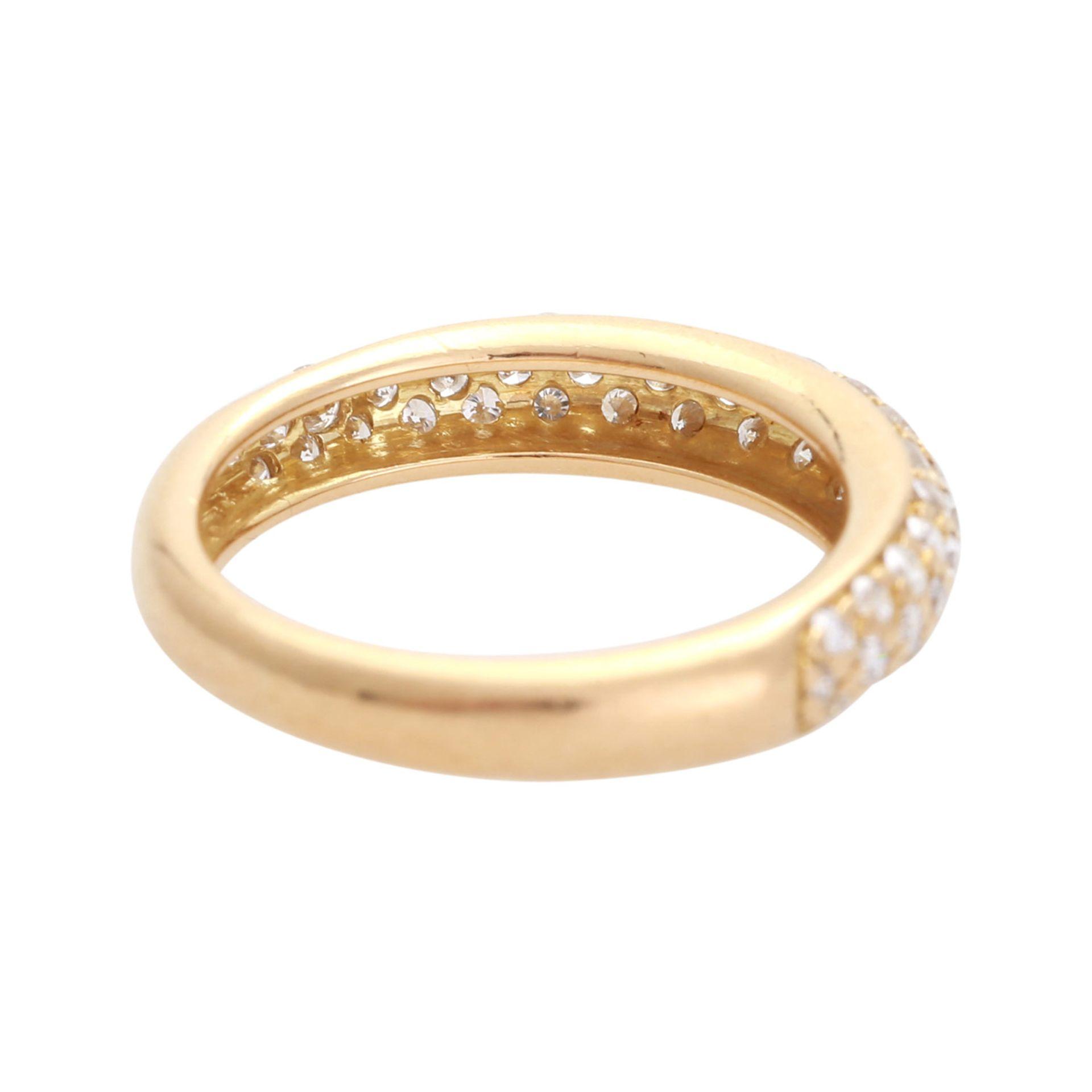 Los 150 - WEMPE Ring mit 55 Brillanten zus. ca. 0,75 ct., gute bis sehr gute Farbe und Reinheit, GG 18K, RW: