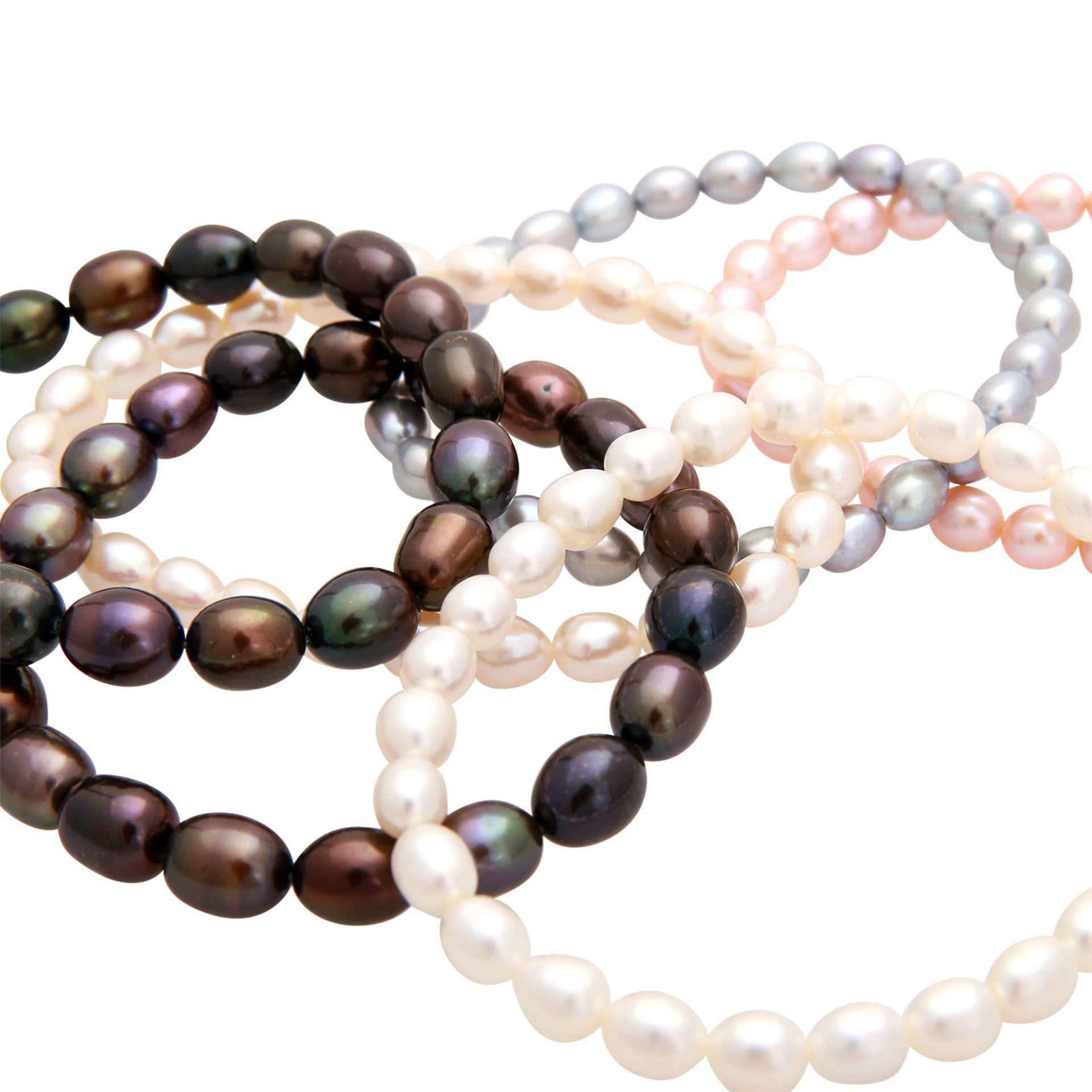 Los 83 - Konvolut von 6 Perlarmbändern, Süßwasserzuchtperlen, teilw. gefärbt und behandelt, auf Gummiband,