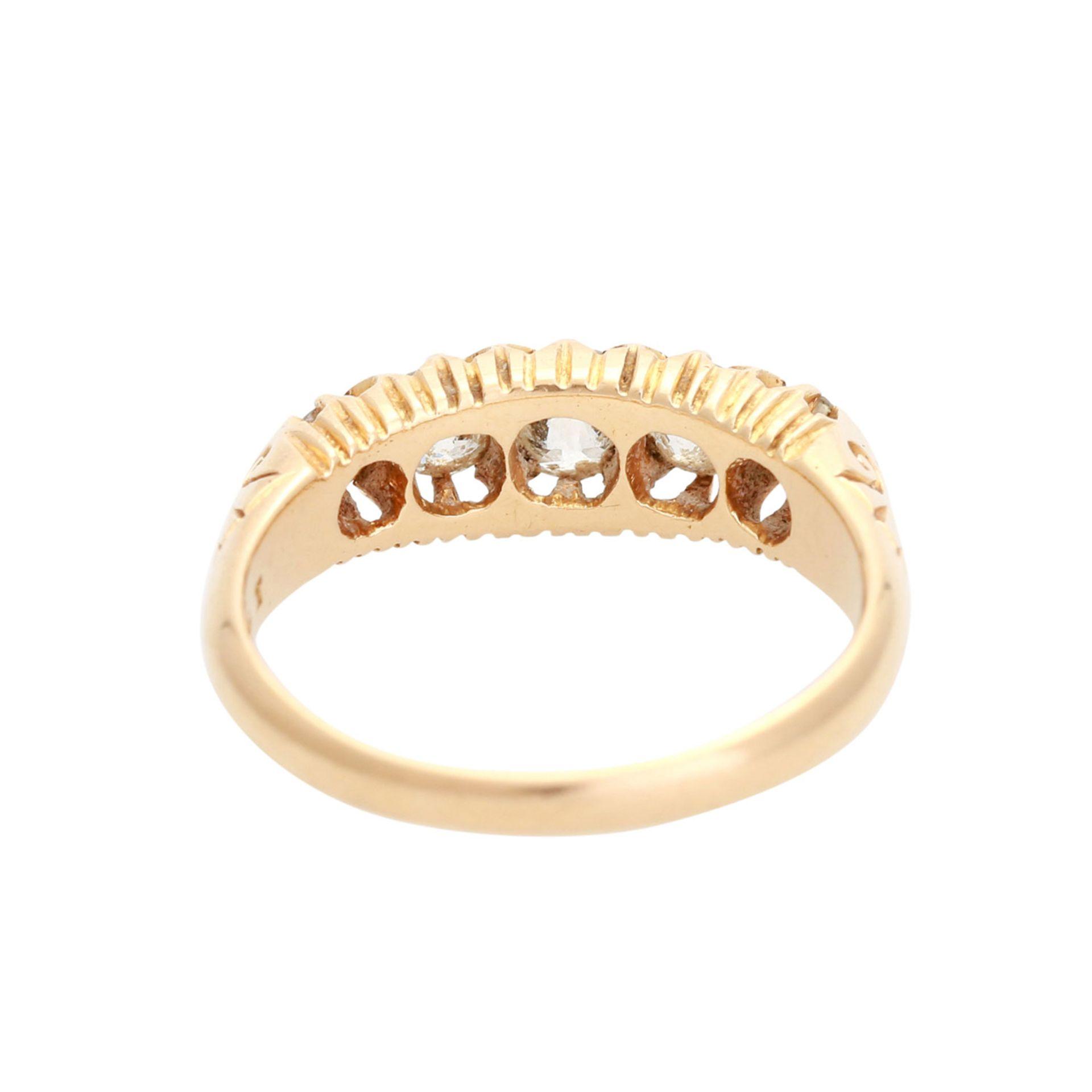 Los 45 - Damenring mit 5 Altschliffdiamanten von runder bis ovaler Form zus. ca. 1 ct WEIß (H) / SI in GG