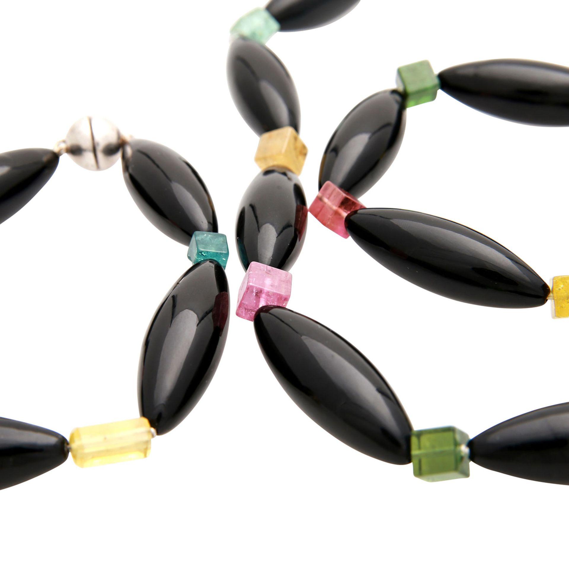 Los 172 - Schmuckset aus Kette und Armband, schwarze Navetteperlen, L: 3,8 cm, in Abwechslung mit