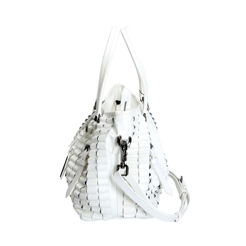 Lot 21 - BURBERRY Shopper.Lackleder in Weiß, dekorative Rüschen-Applikationen, Doppelhenkel und