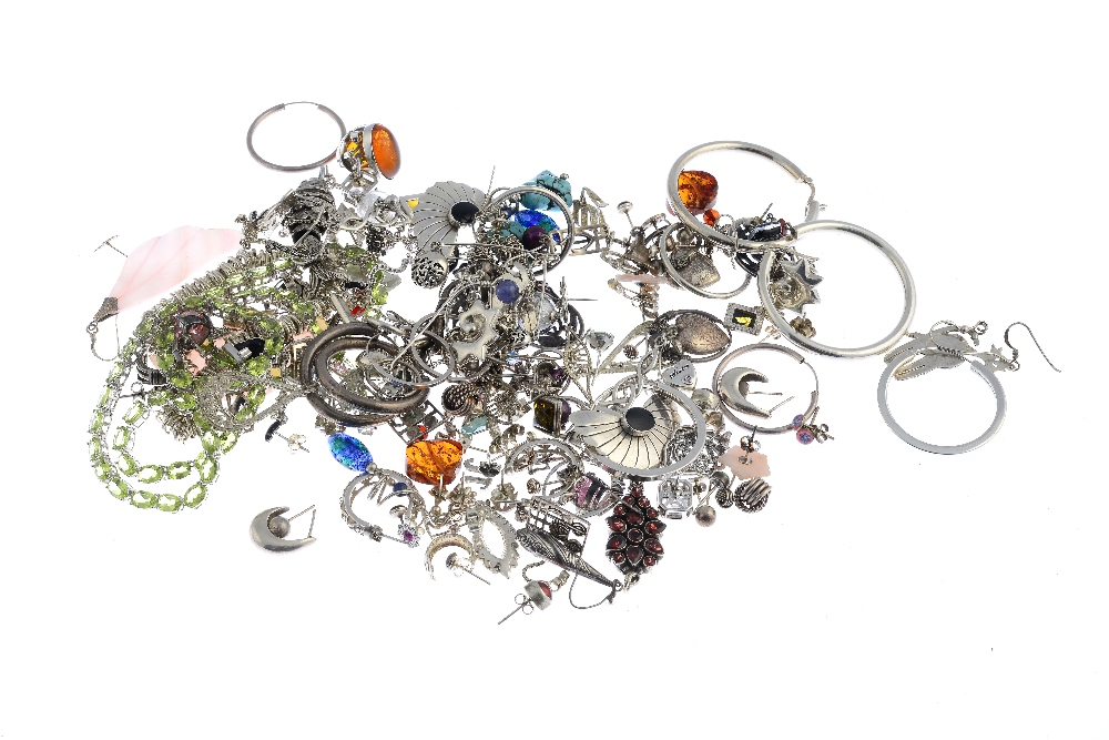 Lot 37 - A selection of silver and white metal jewellery. To include a Tiffany & Co silver ball bracelet, a