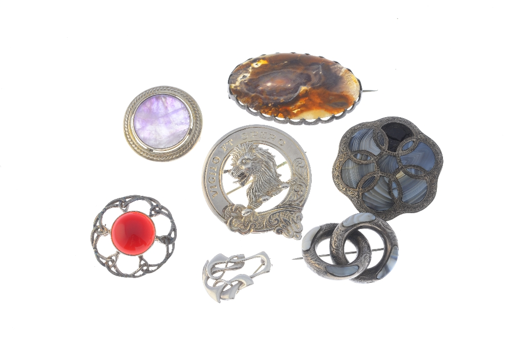 Lot 13 - Seven mainly Scottish silver and white metal jewellery. To include an agate knot brooch featuring