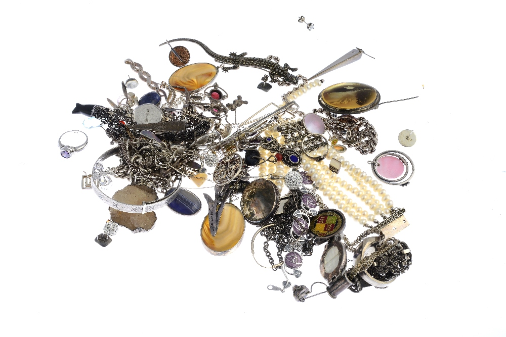 Lot 41 - A selection of silver and white metal jewellery. To include a Harry Sorby for David Anderson