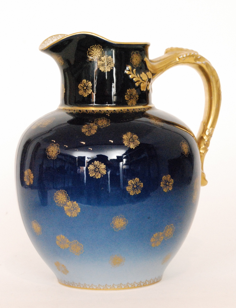 Lot 46 - An early 20th Century Haviland & Co Limoges jug decorated in a tonal blue with a gilt applied