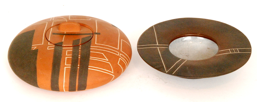 Lot 14 - A 1980s Denise Harrison studio pottery bowl and cover in terracotta clay with geometric design in
