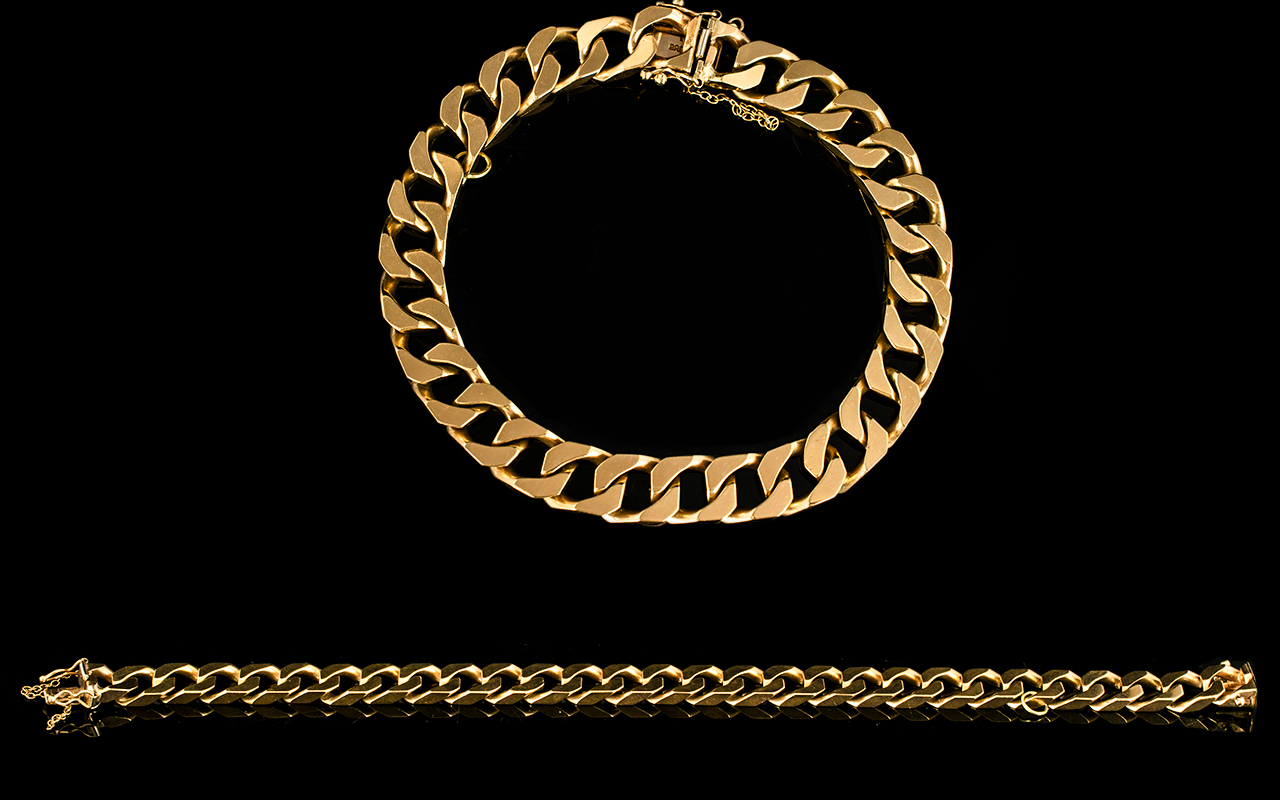 Lot 30 - 9ct Gold - Solid Curb Bracelet with Excellent Clasp, Fully Hallmarked.