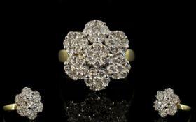 18ct Gold - Attractive Diamond Set Clust