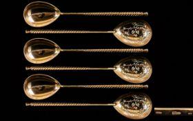 Russian Fine Quality Set of Six Silver and Gilt Barley Twist Stemmed Teaspoons with diamond cut