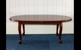 Mahogany Coffee Table Quarter veneered low table of oval form with cabriole legs. Good condition, 41