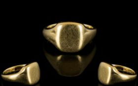 Gents 9ct Gold Signet Ring heavy construction. full hallmark for 9 ct. Ring size S-T. 9.2 grams.