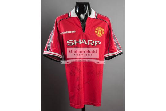 Manchester United replica jersey signed by 17 members of the 1999 ... 5bc882c77
