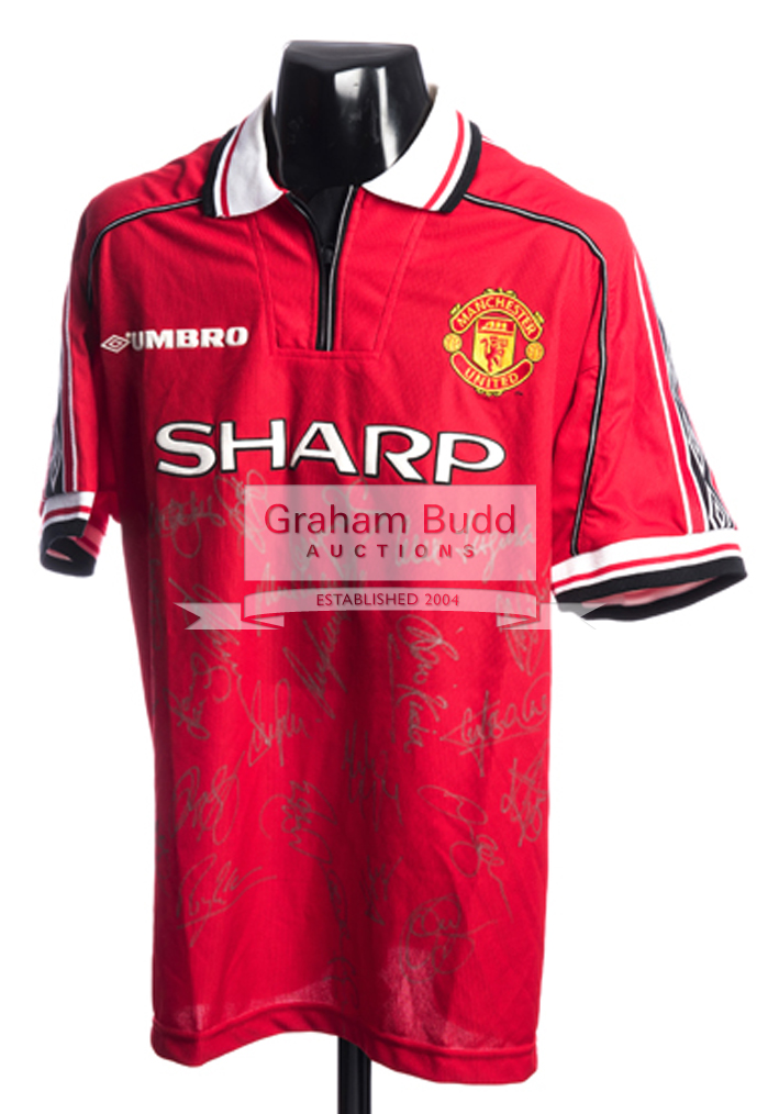 Lot 1092 - Manchester United replica home jersey signed by the 1999 Treble  winners 1c005bae2