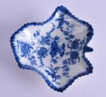 Lot 152 - 18th c. Worcester leaf shaped small dish painted with the Pickle Leaf Vine pattern, crescent mark.