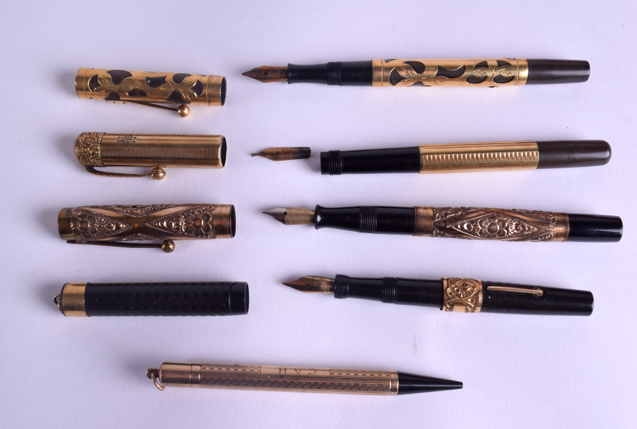 Lot 871 - A VINTAGE 9CT WATERMANS GOLD PEN together with four other pens. 9 ct (10.4 grams). (5)