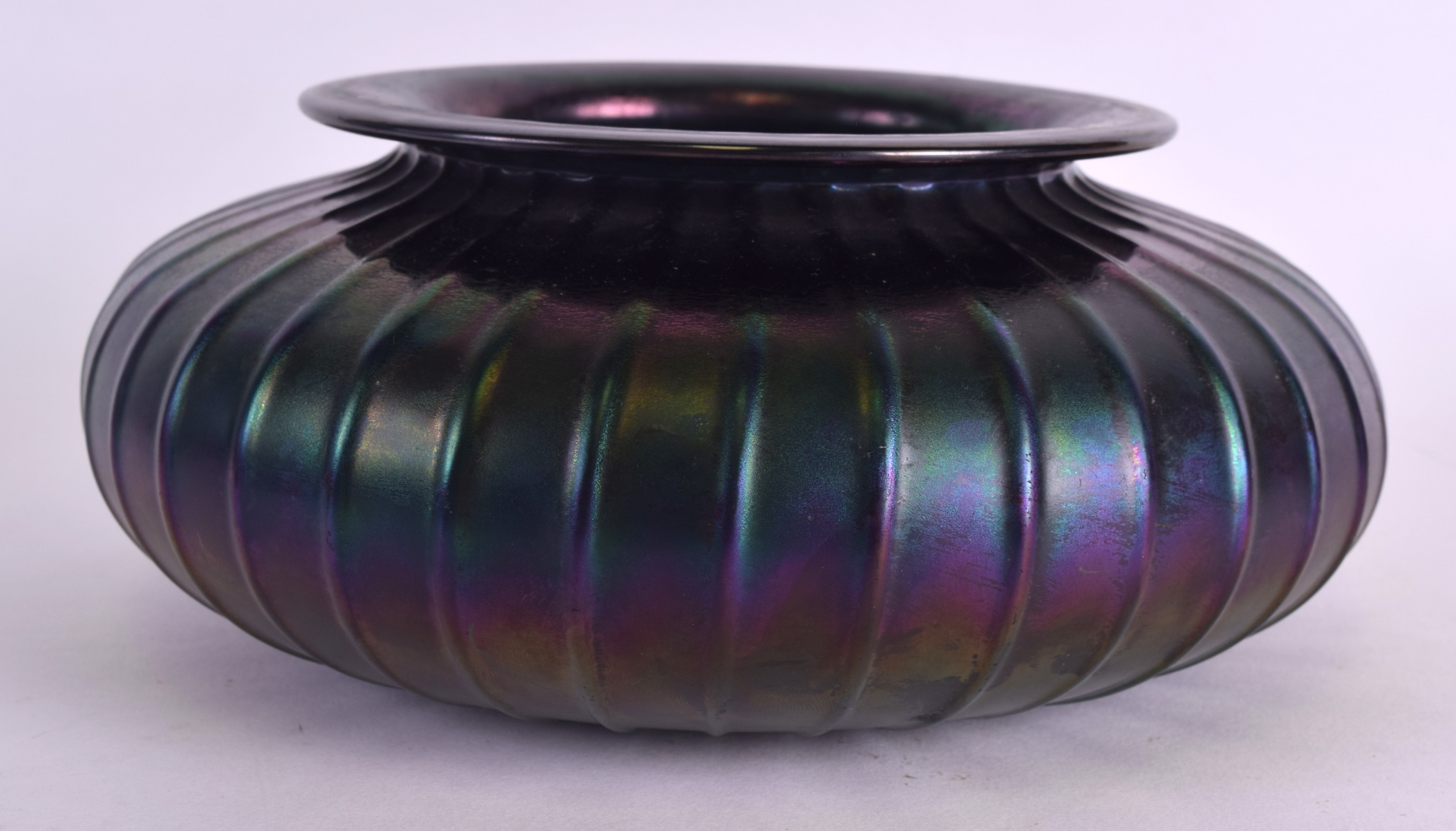 Lot 21 - A LOETZ IRIDESCENT SQUAT VASE. 20 cm wide.