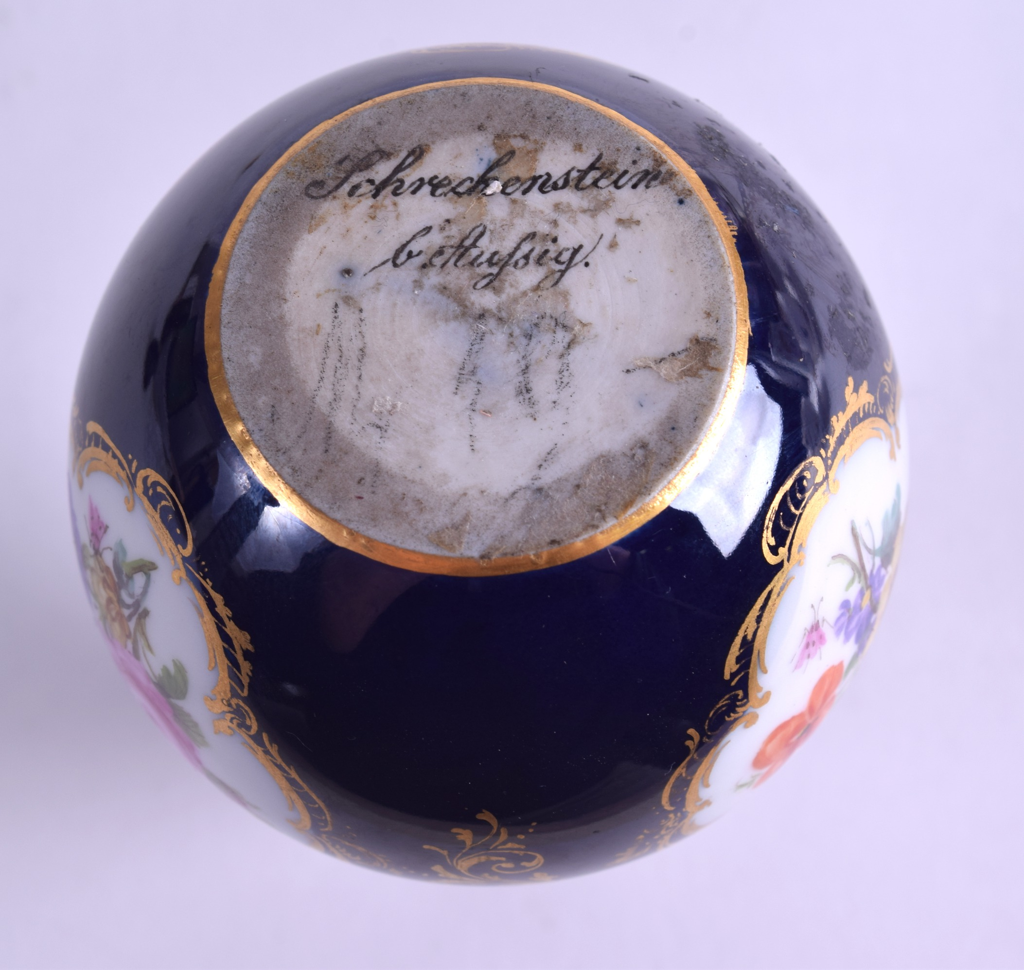 Lot 94 - AN EARLY 19TH CENTURY MEISSEN PORCELAIN DOUBLE GOURD VASE AND COVER painted with river landscapes.